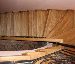 20-professionalnaya-otdelka-betonnoj-lestnicy-3